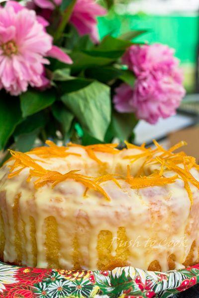 Кекс апельсиновый с белой шоколадной глазурью