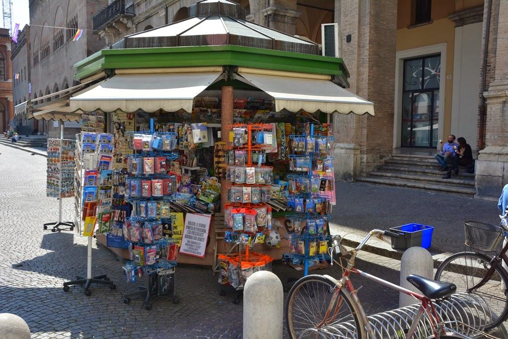 Piazza Cavour Rimini kiosk