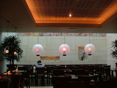 Discreet Xenon Lighting System for Ceiling - in a restaurant, concealed lights