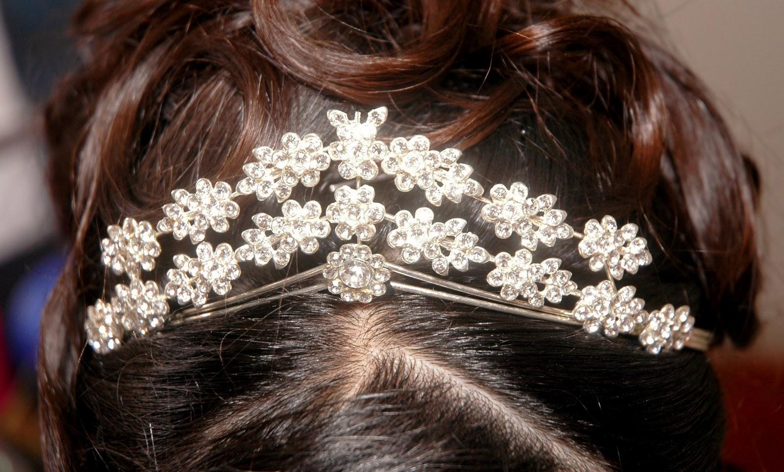 http://1.bp.blogspot.com/-1yzTenMPSSg/TnjFZrbgJuI/AAAAAAAANs0/_3Lhn5m1hEQ/s1600/Jewellery+Wallpapers+%252814%2529.jpg
