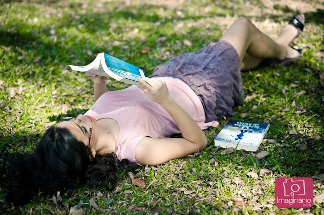book-fotos-15 anos-bh-belo-horizonte-ensaio-externo-coroa-flores-cabelo-livros