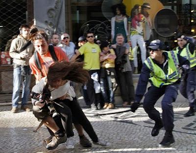 Lisboa: Confrontos entre polícia e manifestantes no Largo do Chiado com feridos ligeiros
