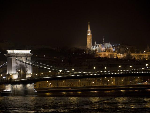 Iglesia de Matyas en Budapest y Puente de las Cadenas