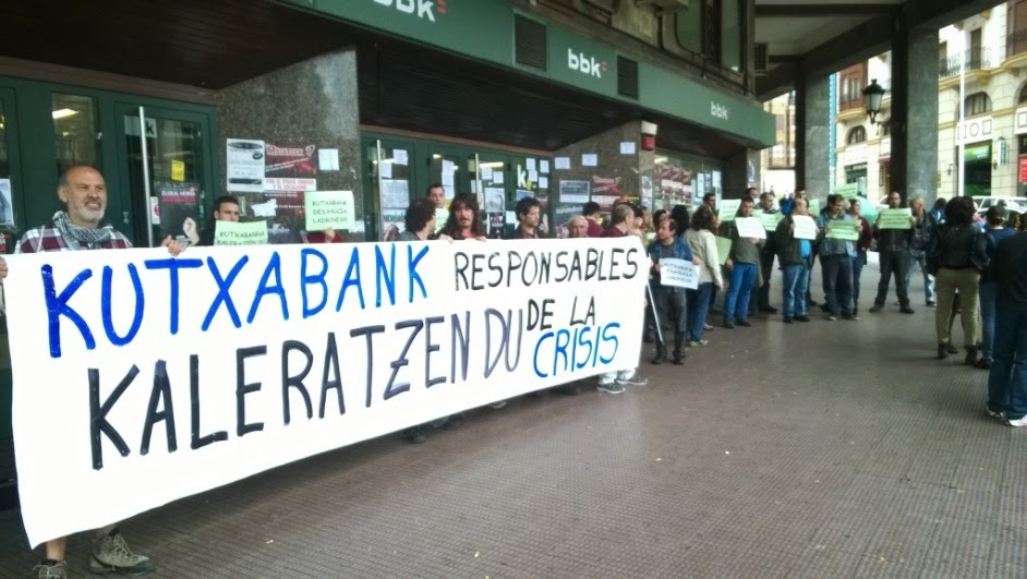 Barakaldo digital ocupan una oficina de kutxabank para for Oficina kutxabank barcelona