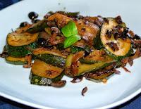 Abobrinha Salteada com Azeitonas Pretas (vegana)