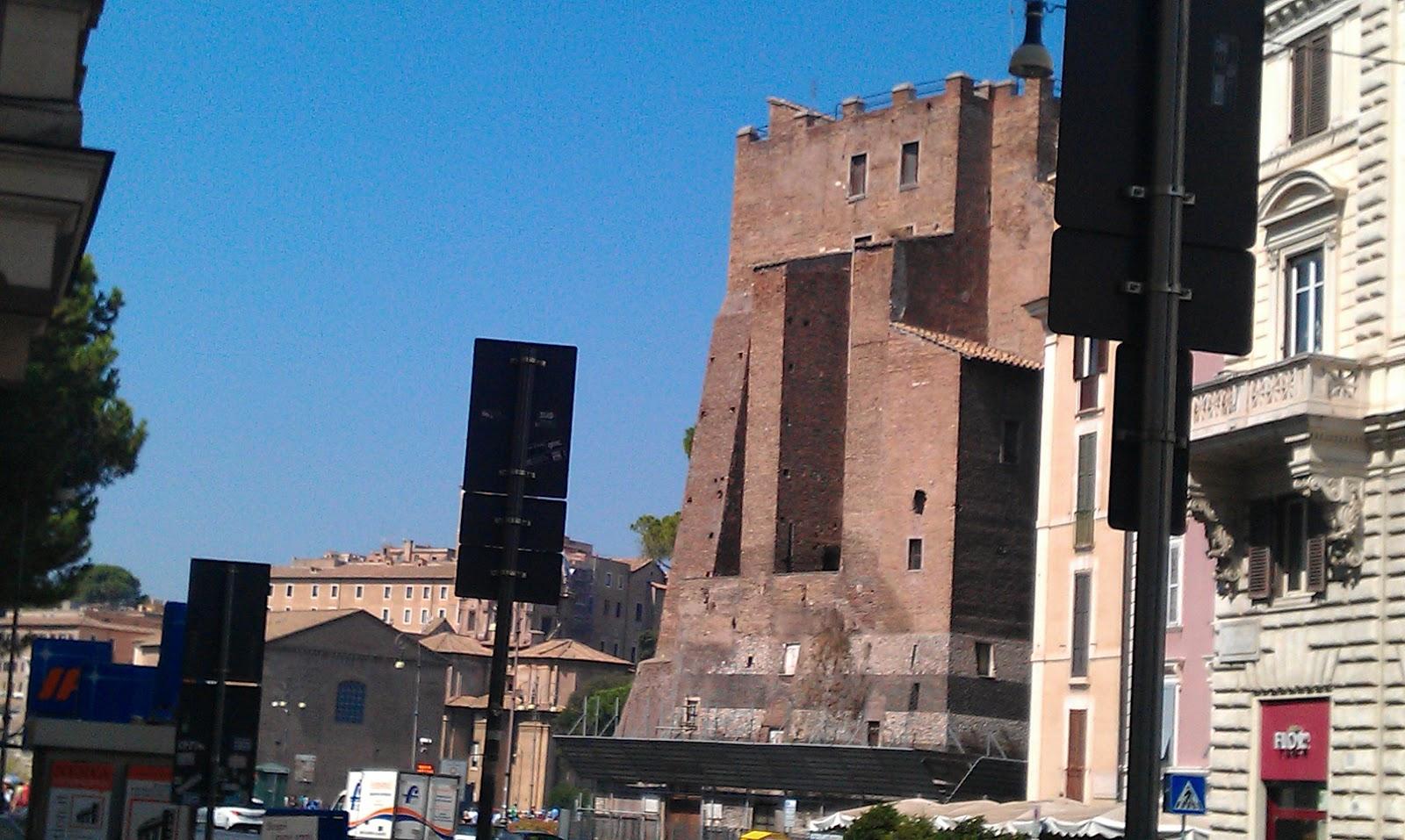 Roma fa schifo l 39 arredo urbano da terzo anzi da quarto for Arredo urbano roma