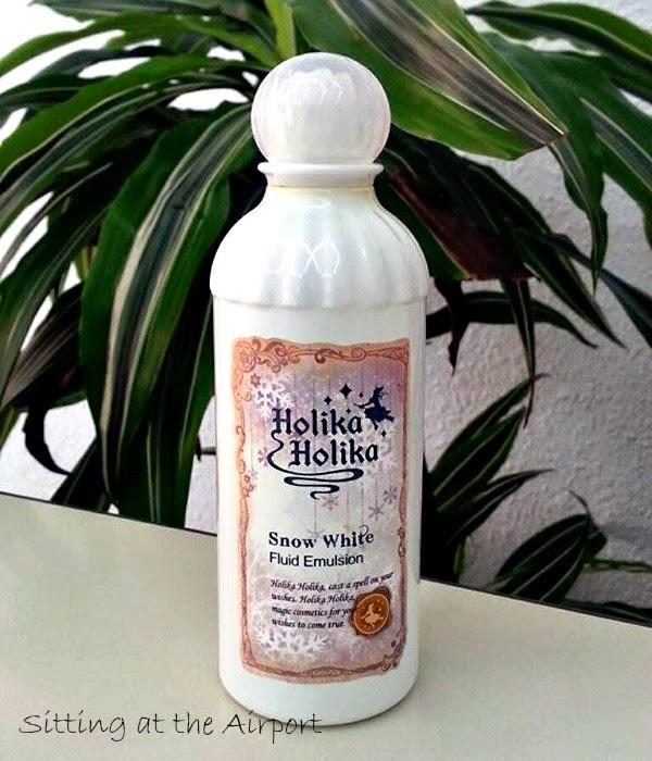 Emulsión que proporciona hidratación y iluminación , ya que sus principales ingredientes son extracto de  abedul blanco y agua de bambu.
