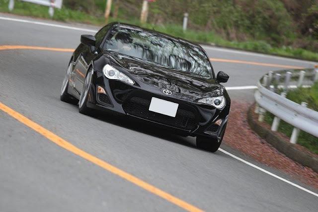 Jak wygląda Toyota 86, JDM, japońska motoryzacja, nowe sportowe auta