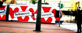 El valencià fuig en tramvia