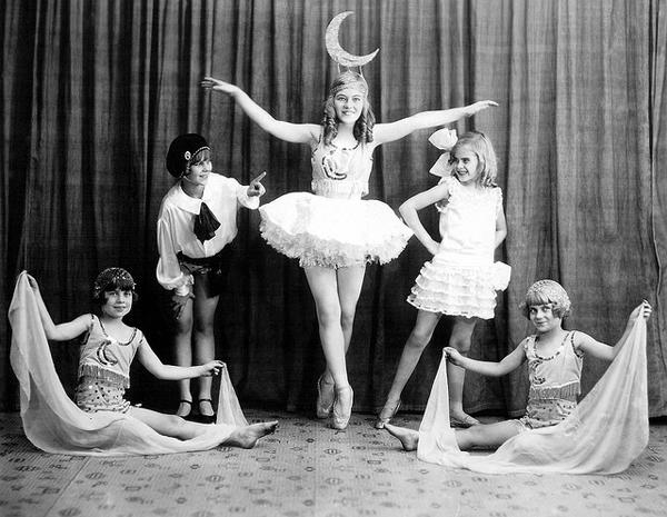 vintage vaudeville photos before 1940 vintage everyday. Black Bedroom Furniture Sets. Home Design Ideas