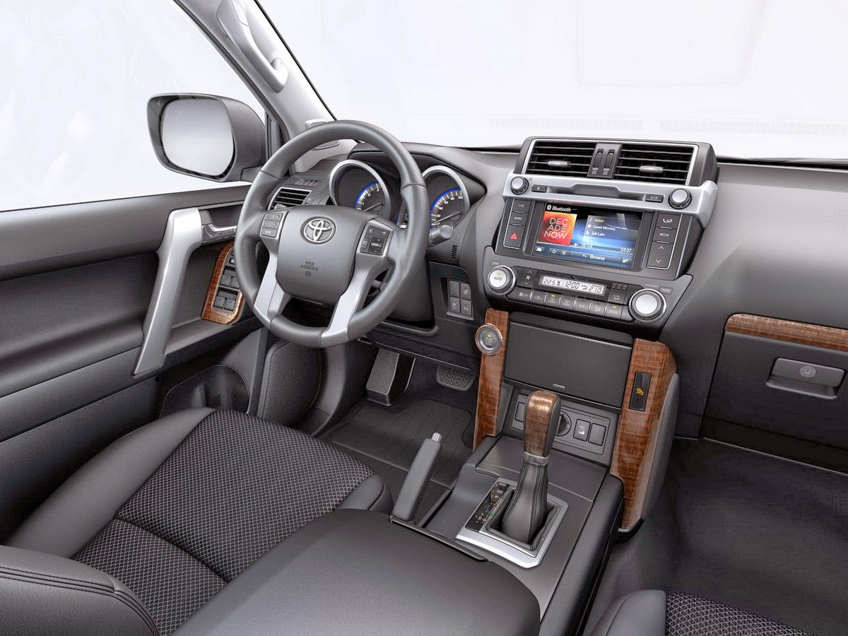 Interior Toyota Land Cruiser Luxury