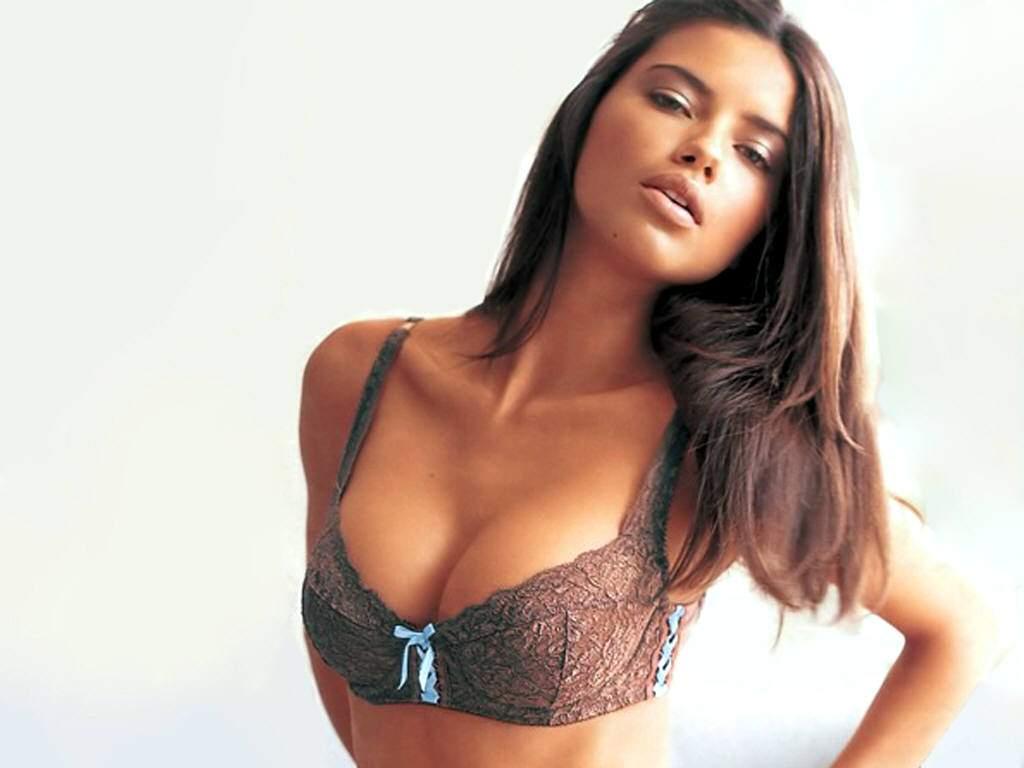 http://1.bp.blogspot.com/-20RujD6mULA/TjrLEW6ibII/AAAAAAAAAZ0/l1_WHa2EXYY/s1600/Adriana_Lima_25.jpg