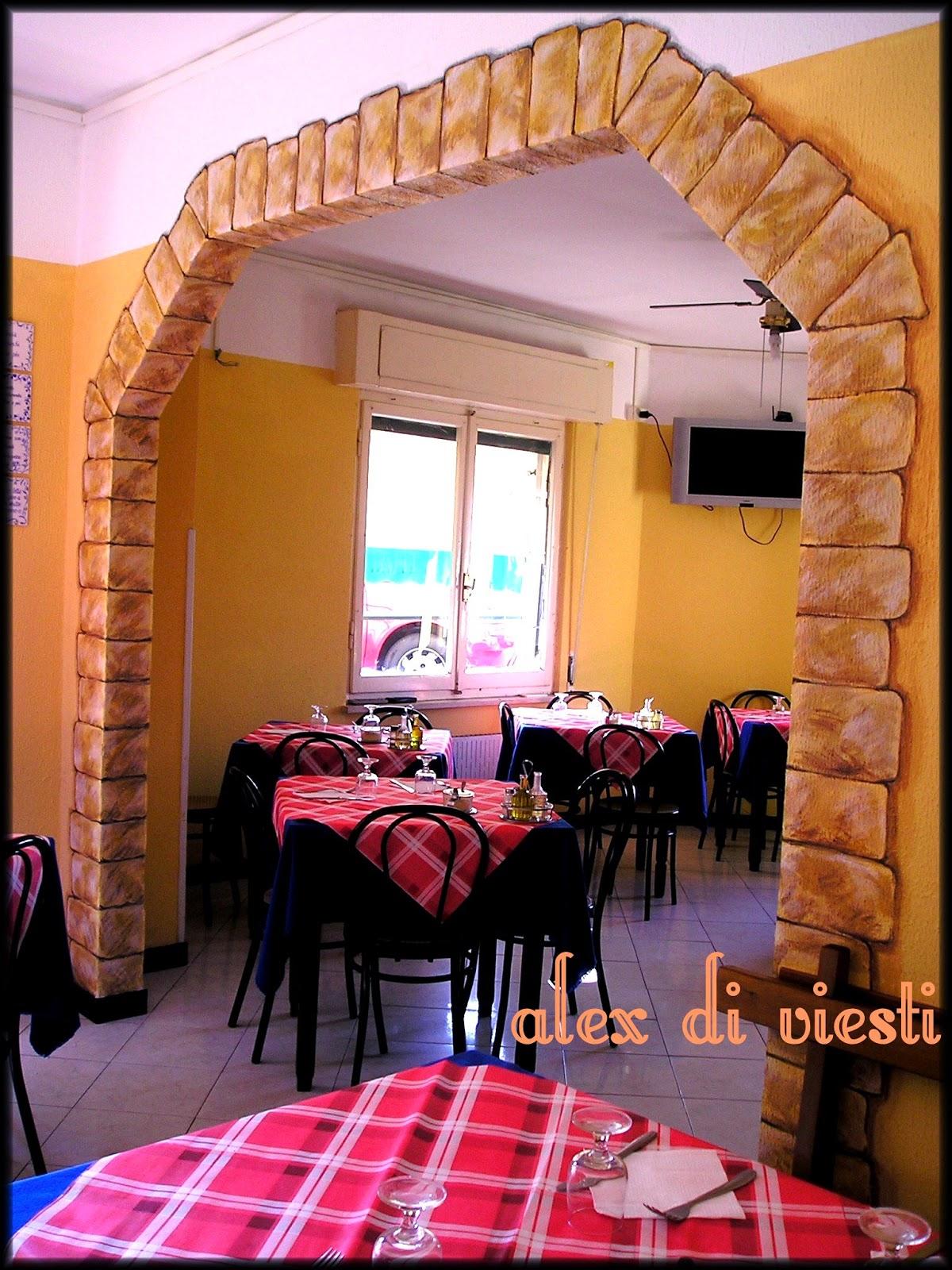 Rugiada Dipinta by AleX Di Viesti Marsano: decorazione di interni Trattoria