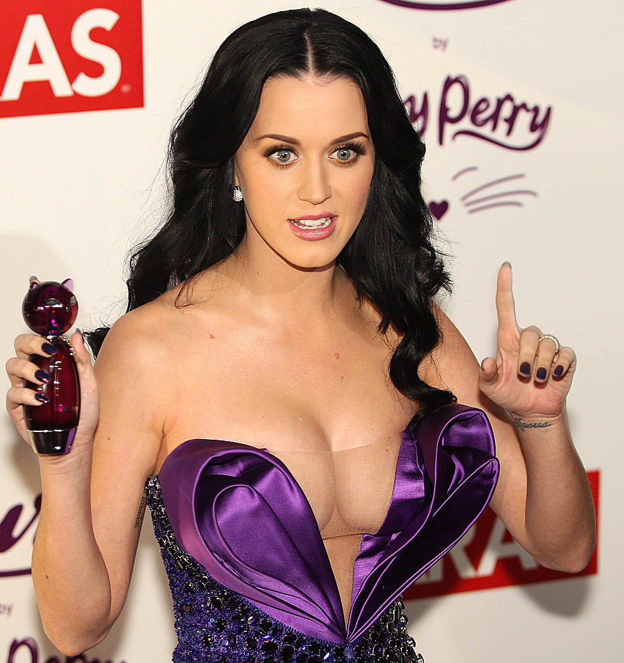 Katy Perry Part Of Me ET SEXY Cleavage Grammy Awards Firework Music Video ...