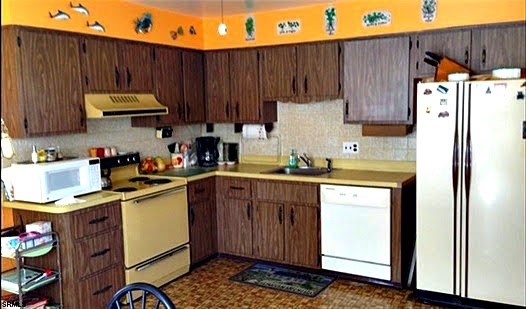 pretty dated right this room is enough to make anyone run scared at the mere thought of purchasing this home that is except for my friend donna - 1970s Kitchen