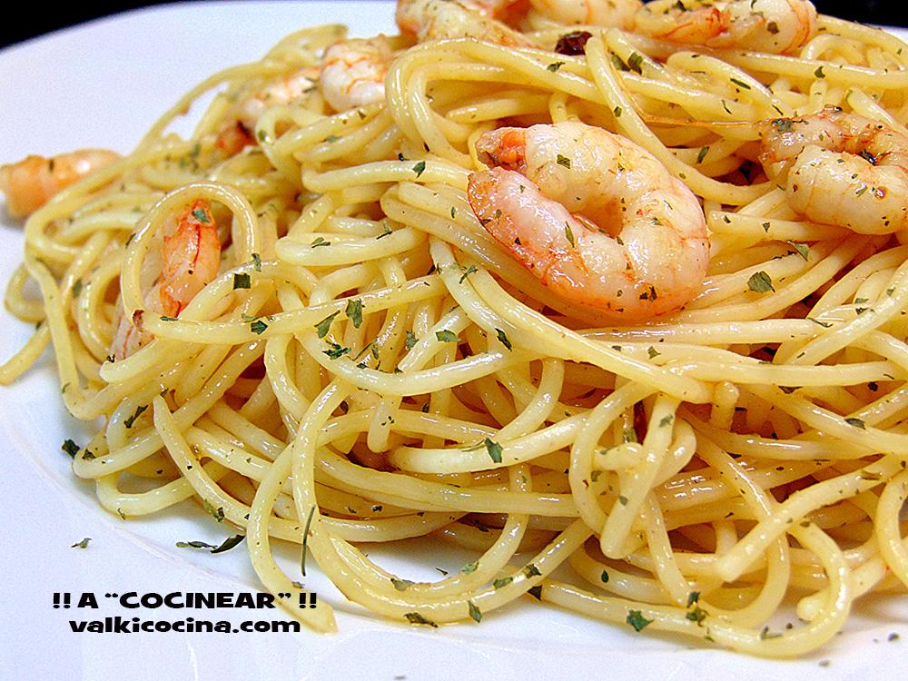 Espaguetis con gambas al ajillo a cocinear recetas for Plato de espaguetis