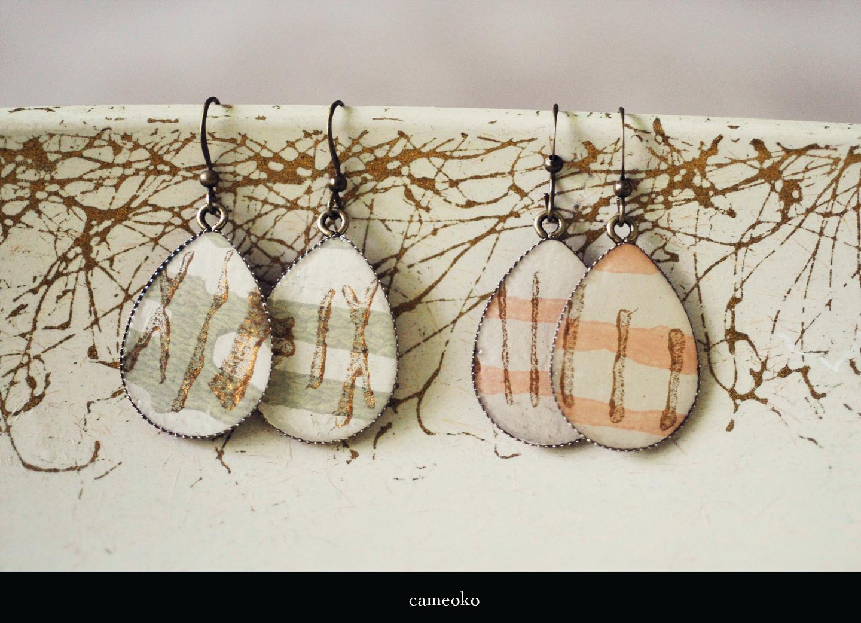 http://1.bp.blogspot.com/-21csYa9xg0I/T5VydOYGUxI/AAAAAAAAE7o/tgcadb2j0nE/s1600/Vintage_wallpaper_earrings_cameoko_2012.jpg