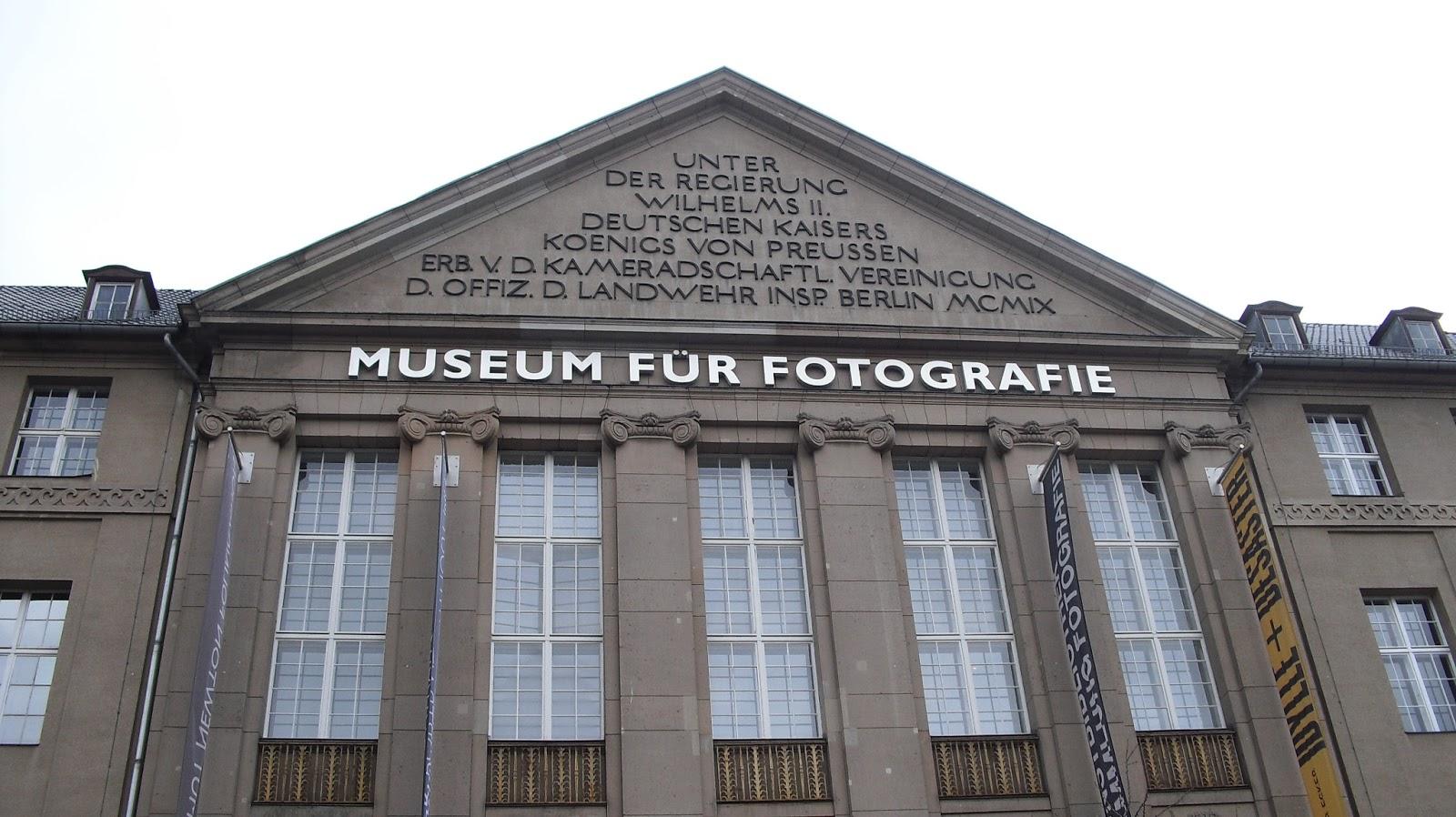 Museum fr fotografie helmut newton polaroids 43
