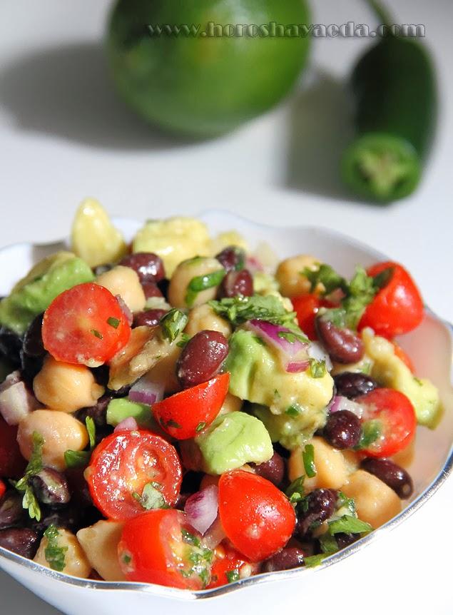 Салат с нутом, фасолью и авокадо