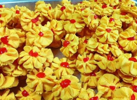 Beli atau buat sendiri biskut raya untuk hari raya Aidilfitri