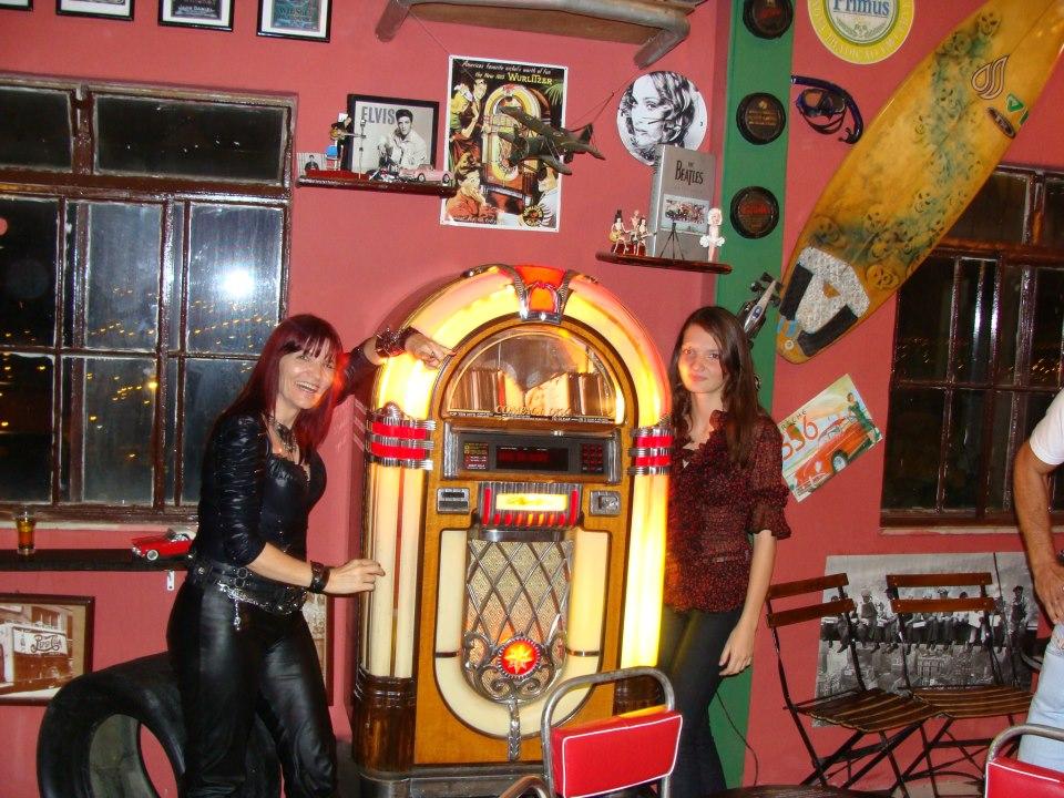 l u00eada rocker  bar underground pub
