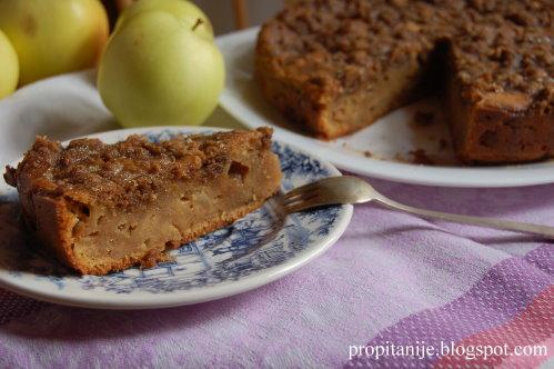 Яблочный пирог с хрустящей крошкой и сахарной глазурью