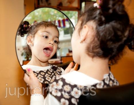 Psicopedagogia 2012 dislalia infantil for Espejos para ninos
