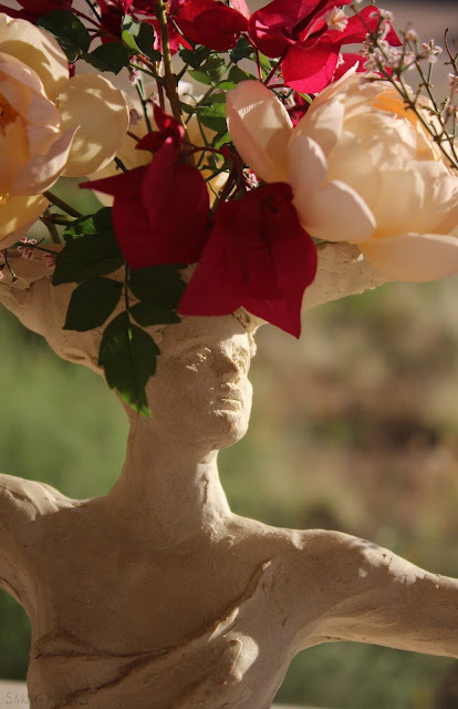 detail, close-up, eyes, expression, sculpture, art, woman, lady, sarah myers, flowers, bouquet, arrangement, roses, figure, figurative, stoneware, ceramic, happy, beautiful, graceful, half-length, escultura, arte, flores, decor, decorative, centerpiece, centrepiece, vase, face, classical, human