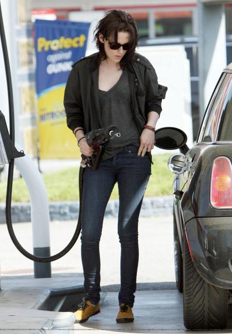 Download this Kristen Stewart Street Style picture