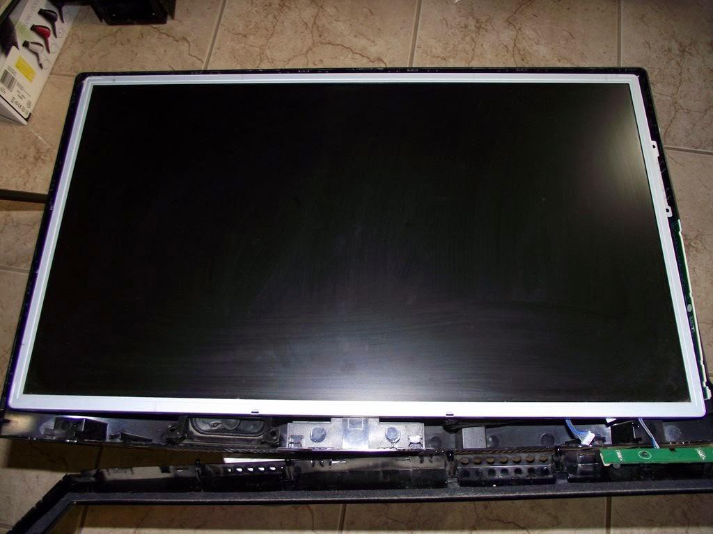Monitor LG M237WA aberto