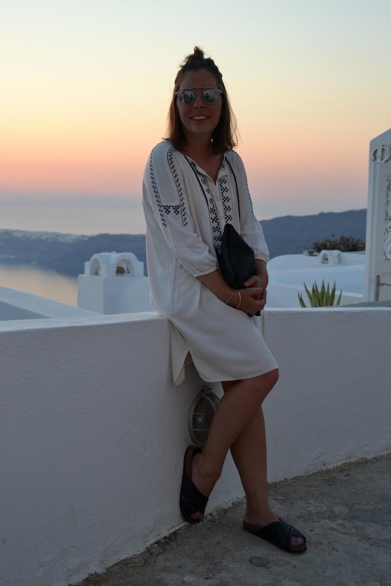 tenue robe brodé zara, pochette american vintage, sandale Holden like IM et so real de l'usine à lunettes