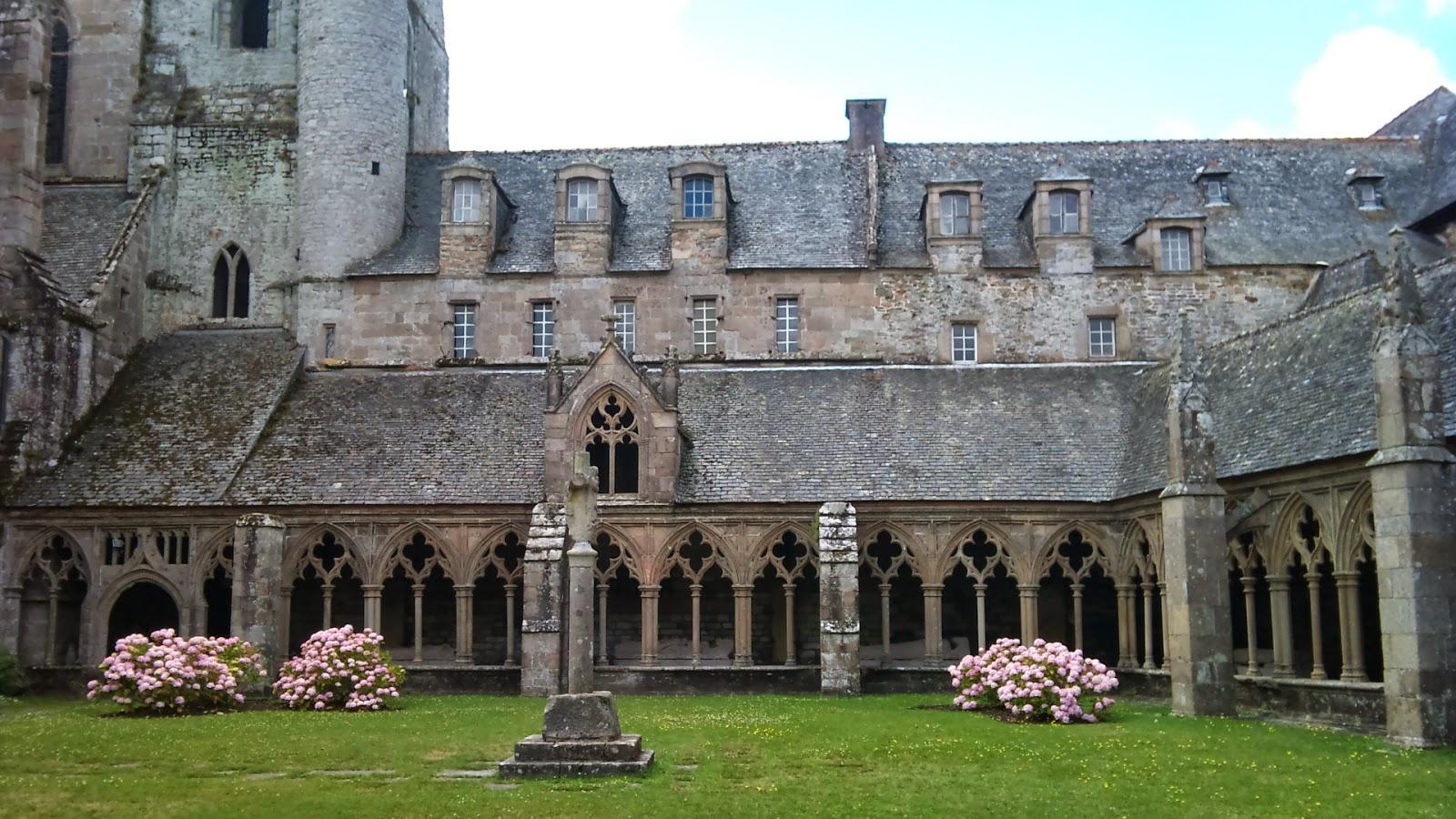 Cloître et jardin de l'abbaye