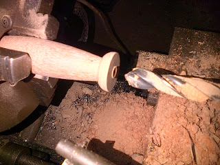 membubut kayu