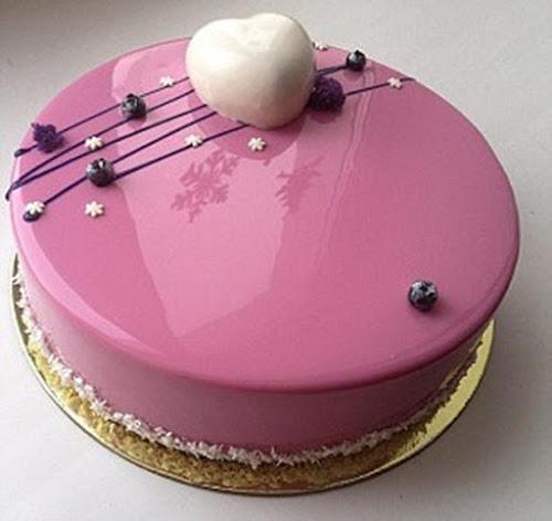Confeiteira que conquistou a internet com bolos bonitos demais para serem de verdade..
