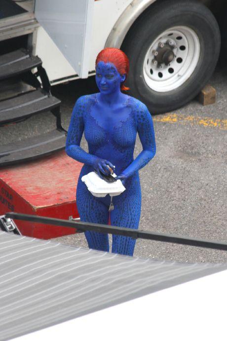 Jennifer Lawrence / Mística en el set de X-Men: Días del Futuro Pasado