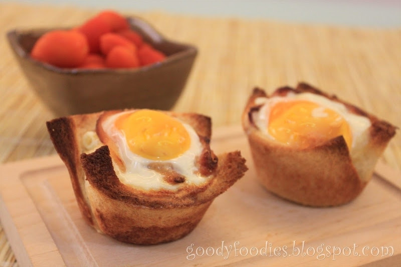 Eat Your Heart Out: I cooked: Bacon, egg and toast cups