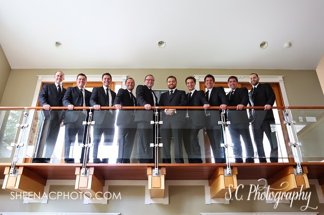 architectural groomsmen photos