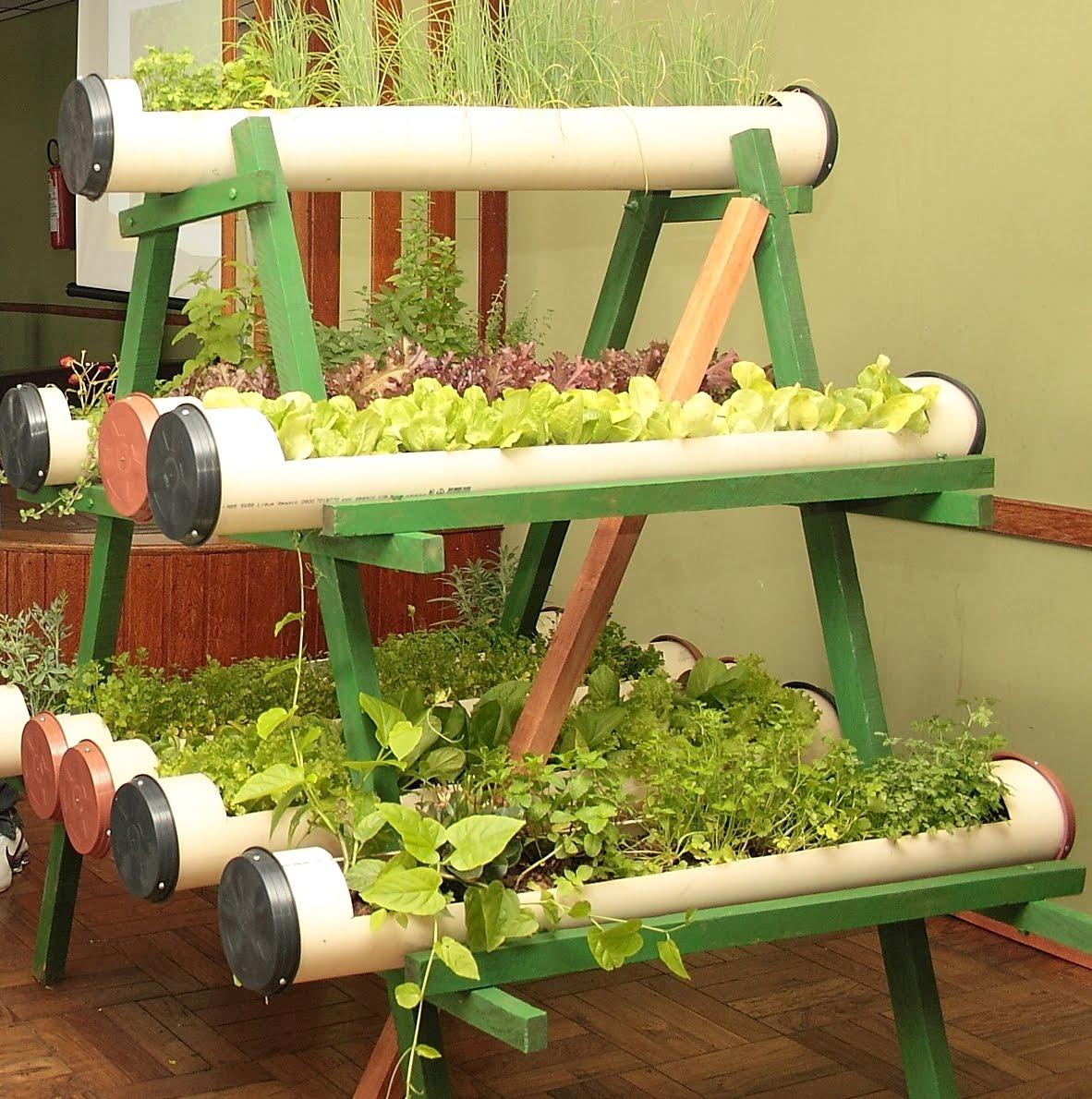imagens incríveis de hortas feitas em tubos de pvc faça a sua