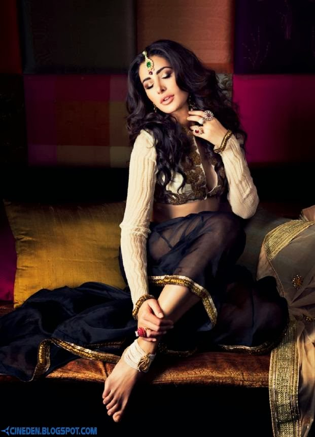 Nargis Fakhri on Filmfare Magazine October 2013 - CineDen