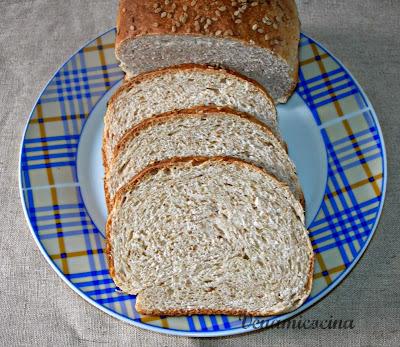 Pan de molde integral con semillas de sésamo
