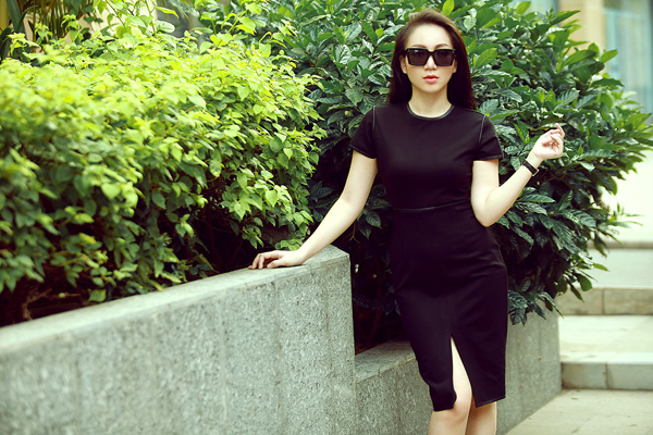 5 năm kể từ Sao Mai Điểm hẹn 2010, 'Hoa hậu Sao Mai' Kỳ Anh Trang vẫn giữ được dáng đẹp như người mẫu. Trong bộ ảnh mới của mình, nữ ca sĩ gợi ý cùng bạn gái cách chọn lựa trang phục hợp mốt mùa thu.