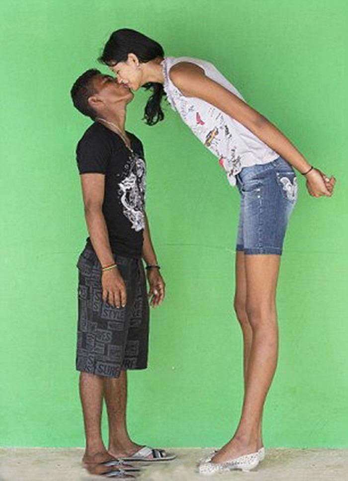 "The World's Tallest Teenage Girl ""Elisani da Cruz Silva"""