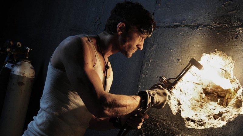 http://1.bp.blogspot.com/-25LHG5Ff_ZM/UByHdPUHvdI/AAAAAAAAALU/b7DaWOpYUu4/s1600/iron_doors_movie+2010.jpg
