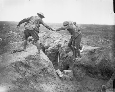 A helping hand, Battle of Ginchy, IWM Q4210
