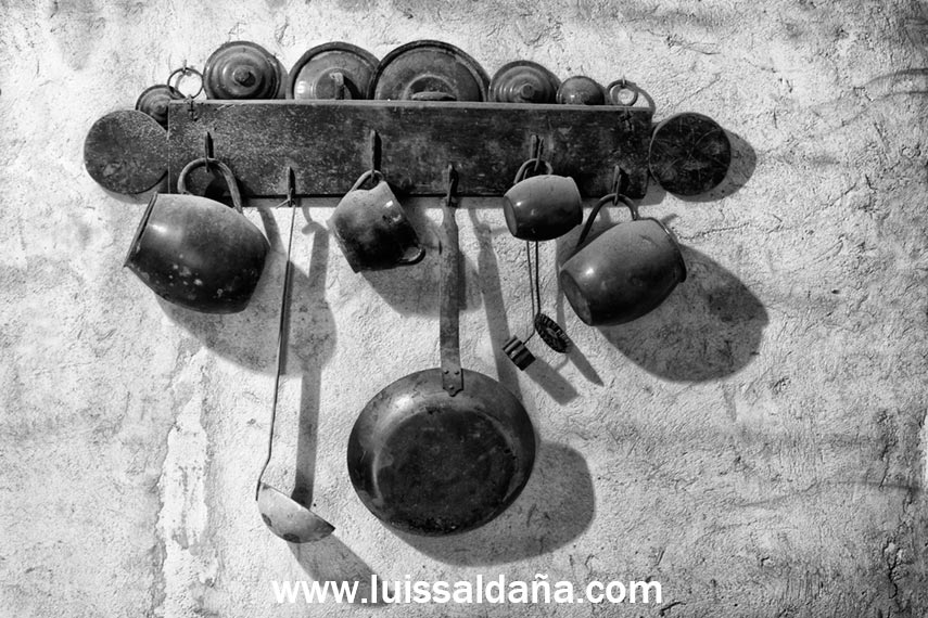 Luis salda a cacharros antiguos de cocina en plan adorno for Cacharros cocina