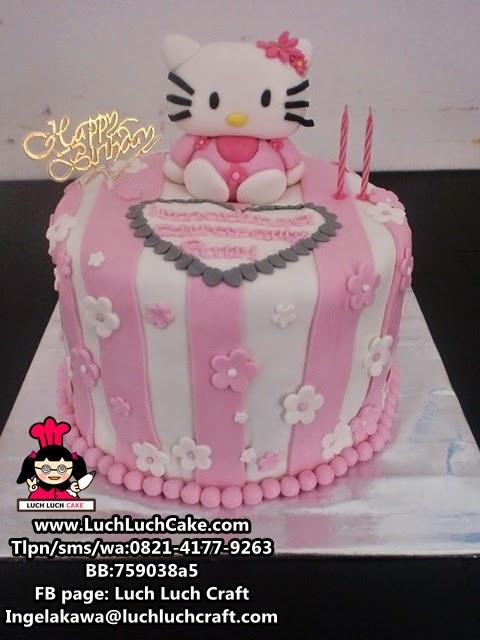 Kue Tart Hello Kitty Dengan Rainbow Cake