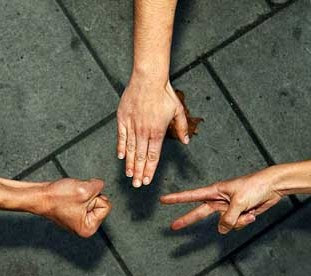 من هو مخترع لعبة حجرة ورقة مقص؟