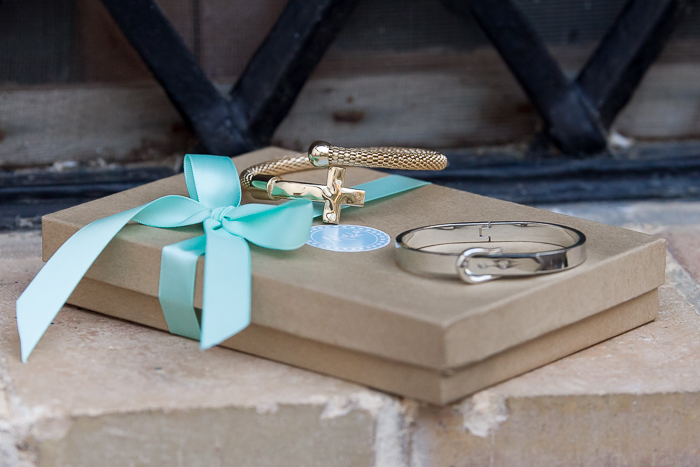 Brazaletes metálicos tendencia de moda en oro y plata de la blogger de moda withorwithoutshoes