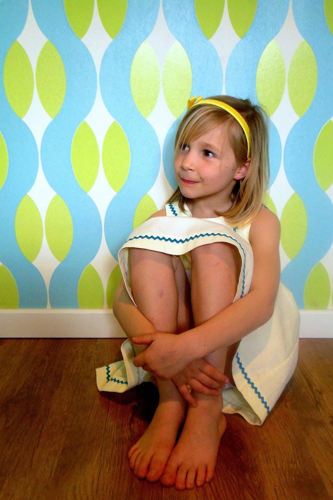 retro kinderkleding, jurkje Babette, zelfgemaakte kleertjes