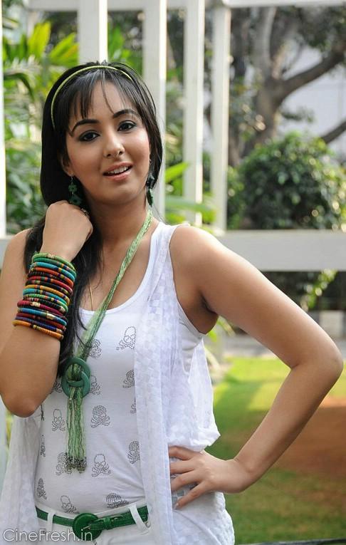 Sakshi Gulati Hot Stills Sakshi Gulati New Photos glamour images